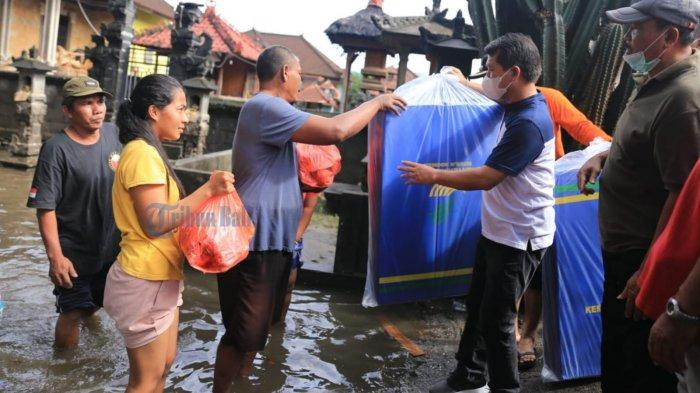 UPDATE: Bupati Suwirta Meminta Dinas PUPR Mengecek Sumbatan di Sungai Candi Gara Klungkung