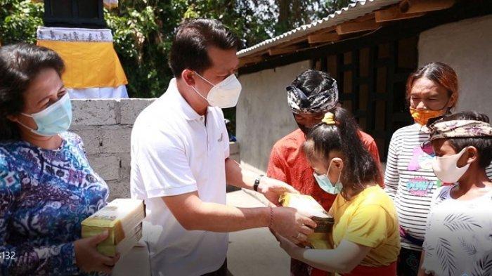 Bupati Suwirta Serahkan Hasil Rehab Rumah di Semarapura Klod Kangin Klungkung
