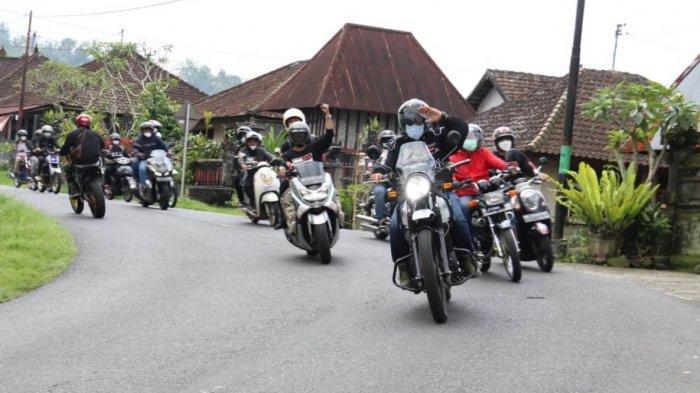 Bupati Tabanan Sanjaya Road Show Melintasi Desa-Desa di Tabanan dengan Mengendarai Motor