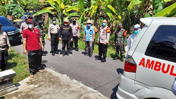 Bupati Jembrana Jemput Dua Warganya untuk Jalani Isolasi Terpusat