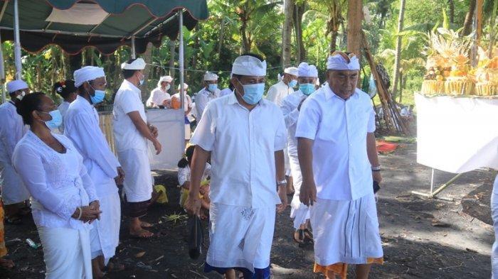 Pantau Pelaksanaan Pemelastian, Bupati Jembrana Tamba Minta Umat Jaga Toleransi Saat Nyepi