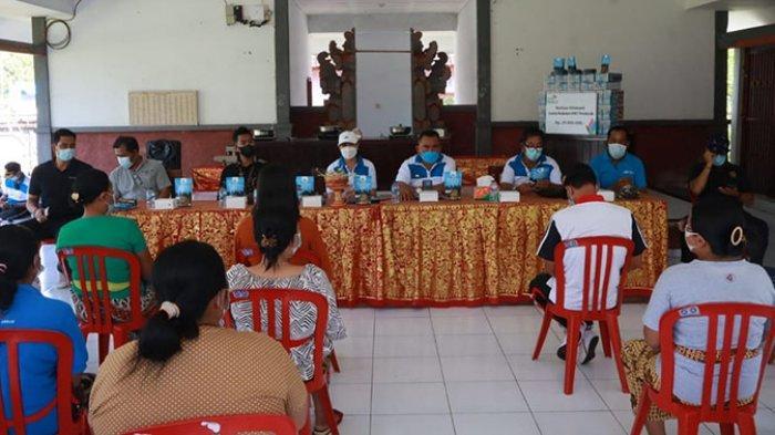 Bupati Jembrana Uji Tiga Kandidat Sekda di Depan Pedagang Pindang