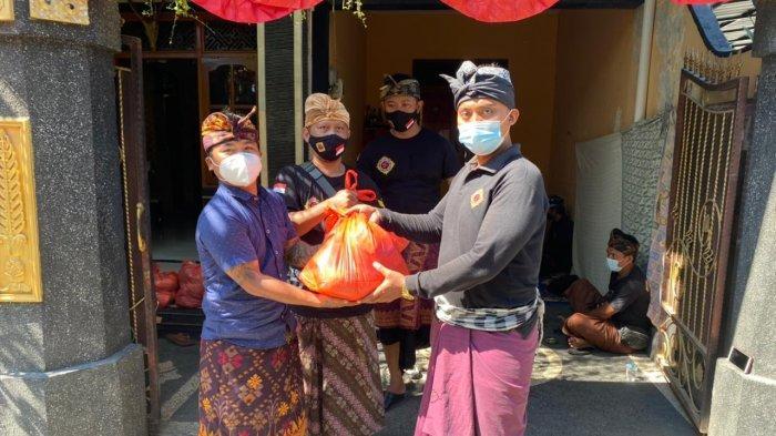 Cakrawayu Kabupaten Buleleng Bagi-bagi Sembako dan Paket Sayur di Hari Kemerdekaaan RI