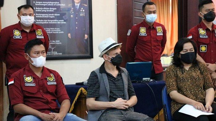 Christopher, Bule Penggagas Acara Tantric Full Body Orgasm di Bali DideportasiHari Ini