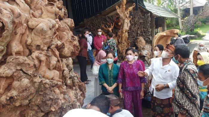 Ketua Dekranasda Gianyar Menerima Kunjungan Dekranasda Kota Batu