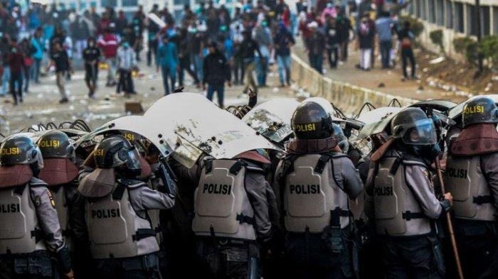 Pasca Amankan Aksi Demo, Delapan Polisi di Bekasi Ini Positif Covid-19, Kapolres Ungkap Gejalanya