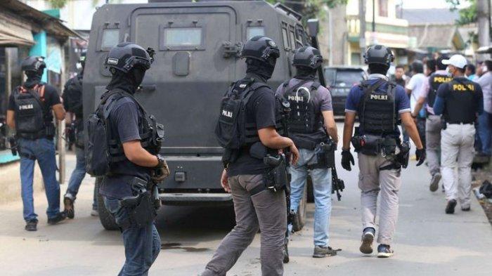 Gerebek Rumah Keluarga Teroris, Densus 88 Kembali Sita 2 Bungkus Bahan Berbahaya Ini