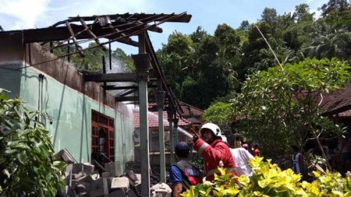 Api Membesar Membuat Ayu Hartati Panik, Rumah Mangku Parka Tinggal Dinding yang Menghitam