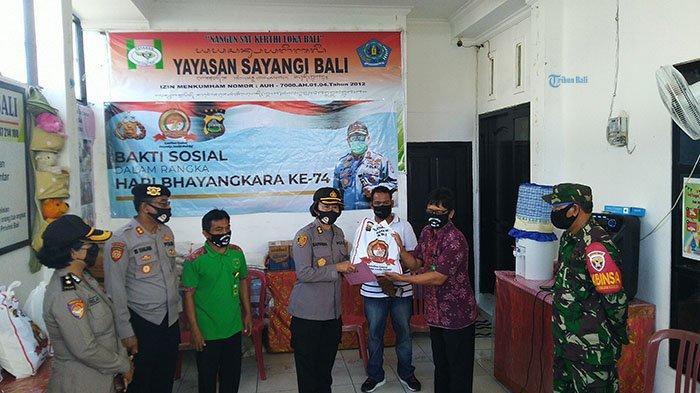 Di Tengah Pandemi Covid-19, Polda Bali Beri Bantuan Paket Sembako ke Yayasan Sayangi Bali