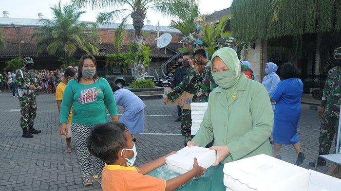 Dharma Pertiwi Daerah J Bagikan 300 Paket Takjil dan Masker