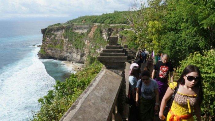 PHDI Bali: Jangan Biarkan Tamu Masuk Kecuali Sembahyang, Contoh Uluwatu