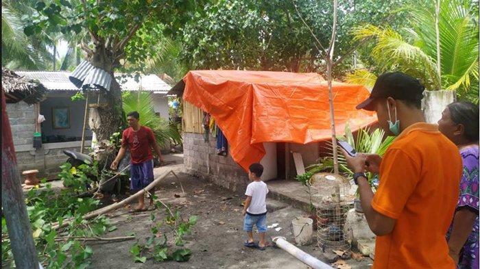 31 Paket Sembako dan Terpal Diserahkan Pemkab Buleleng untuk Korban Angin Puting Beliung di Gerokgak