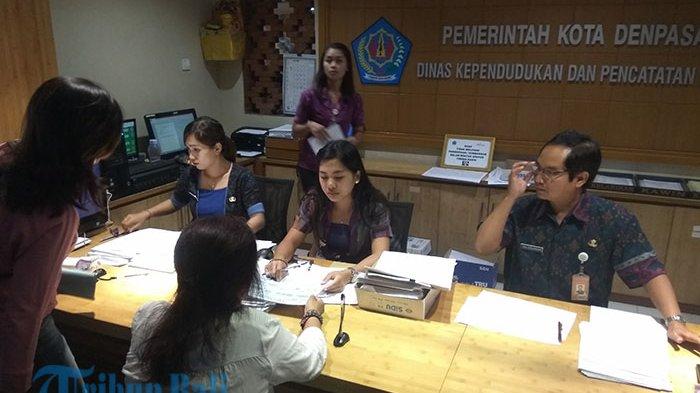 Si Taring Disdukcapil Denpasar Beri Kuota 400 Pendaftar dalam Sehari