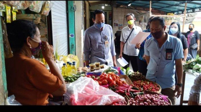 Disperindag Denpasar Monitoring Harga Bahan Kebutuhan Pokok di Pasar Jelang Galungan dan Kuningan