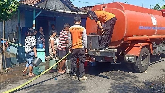 BPBD Jembrana Distribusikan Air Bersih ke Warga Terdampak Banjir di Pengambengan