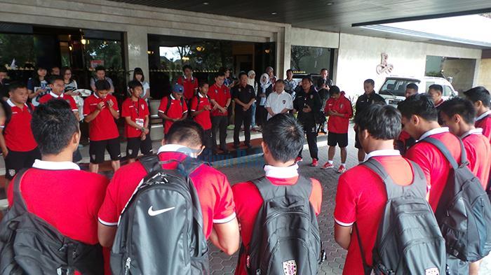 Yabes Tanuri dan Serdadu Tridatu Satu Bus Menuju Stadion Kanjuruhan