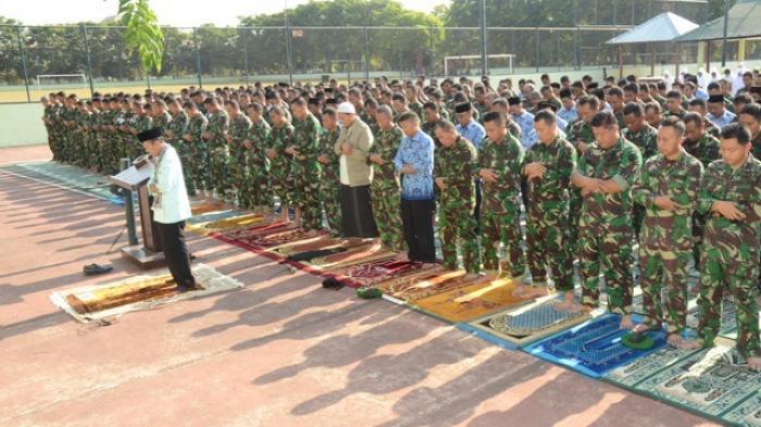 Anggota TNI Kodam IX Udayaya Doa Bersama Minta Hujan