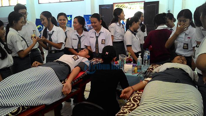 SMAN 5 Denpasar Gelar Donor Darah Bantu Sesama