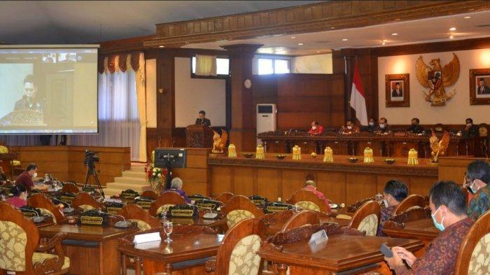 Sidang Paripurna, 5 Fraksi Sampaikan Pandangan Umum terhadap Raperda Pertanggungjawaban APBD Bali