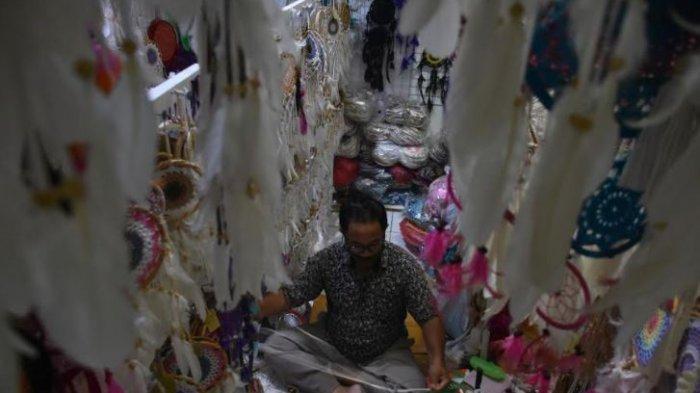 Cerita Perajin Dream Catcher di Pasar Kumbasari, Selama 5 Hari Tak Ada Yang Membeli Dagangannya