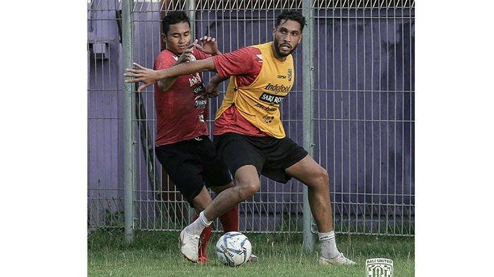 Pacheco dan Haudi Terkena Hukuman, Coach Teco Siapkan Ricky Fajrin Jadi Bek Tengah