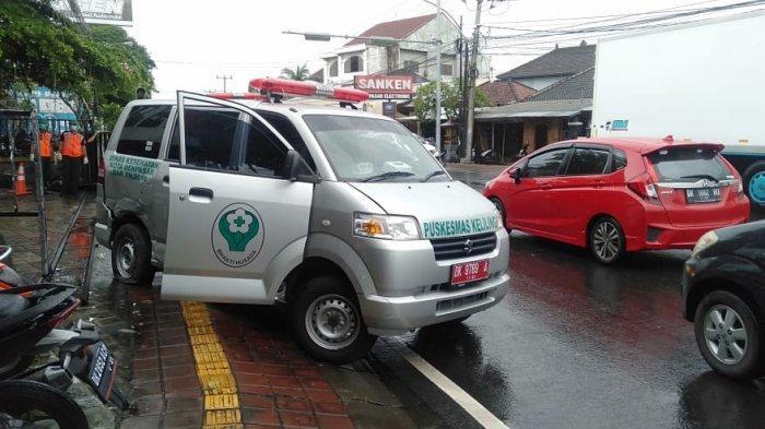 Hendak Antar Pasien Covid-19 ke Kuta, Mobil Ambulans Terobos Lampu Merah Kecelakaan di Noja Denpasar