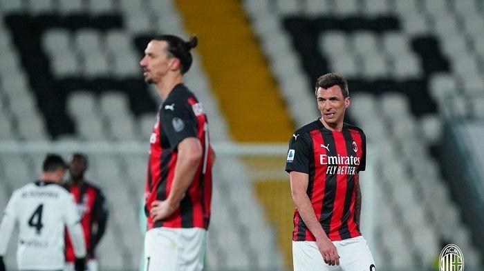 Dua striker AC Milan Zlatan Ibrahimovic dan Mario Mandzukic dalam duel kontra Spezia dilanjutan Serie A Liga Italia, Minggu 14 Februari 2021.