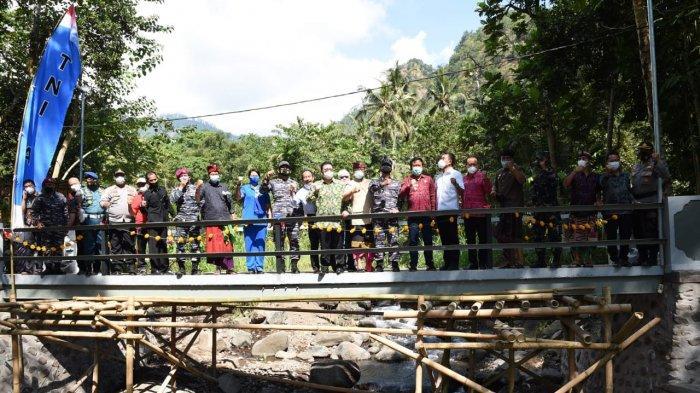 Dukung Kelancaran Ekonomi, TNI AL Bantu Pembangunan Jembatan di Bali