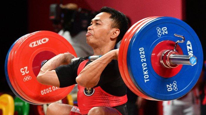 Atlet Indonesia  Eko Yuli Irawan saat berlaga di Olimpiade Tokyo, Minggu 25 Juli 2021. Eko meraih medali perak.