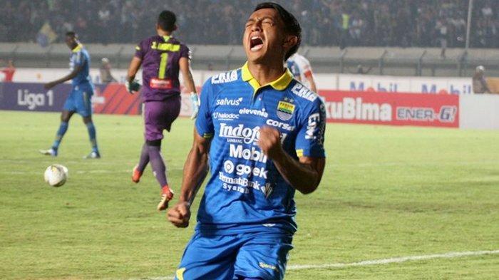 Ekspresi Febri Hariyadi setelah membobol gawang PSIS Semarang melalui tendangan penalti, di Stadion Si Jalak Harupat, Rabu (6/11/2019).