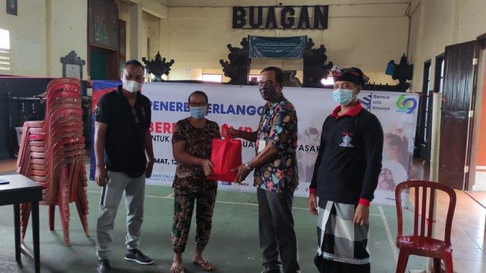 Bantu Warga Terdampak Covid-19, Penerbit Erlangga Bagikan 400 Bungkus Sembako di Provinsi Bali