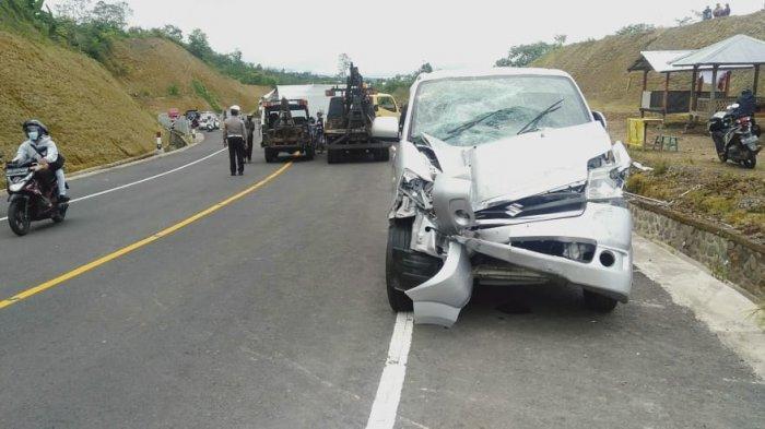 Melaju Dengan Kecepatan Tinggi, Mobil Boks Tabrak Dua Mobil di Jalur Shortcut 5-6 Buleleng Bali