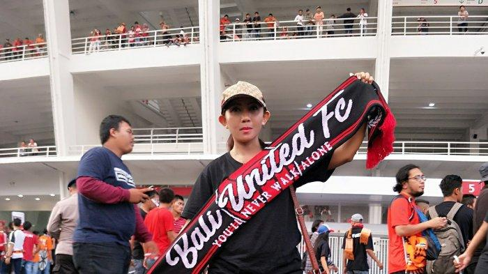 Kapolri Resmi Izinkan Piala Menpora 2021, Lady Dewata Tak Sabar Nonton Laga Bali United - fans-bali-united-rossi.jpg