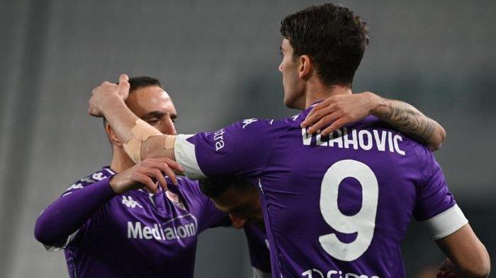 Dusan Vlahovic dan Franck Ribery merayakan gol Fiorentina ke gawang Juventus di Liga Italia, Selasa (22/12/2020) di Allianz Stadium Turin.