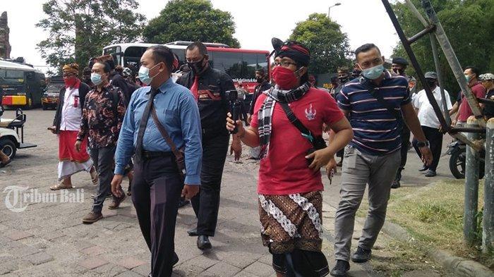 Dua Orang Saksi Pelapor AWK dari Forkom Taksu Bali Diperiksa Polda Bali