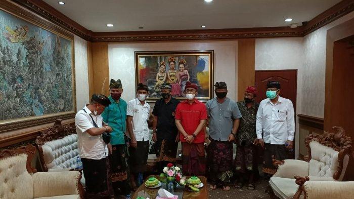 Forum Pengelola Pasar Desa di Kota Denpasar mengadukan ke Wali Kota Denpasar terkait penurunan omzet pedagang pasar desa, Kamis 6 Mei 2021.