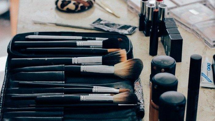 Tanpa Disadari, Peralatan Make Up Bisa Jadi Media Penularan Virus Corona