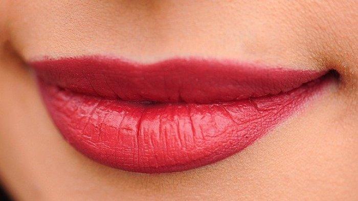 Ini 4 Arti Kedutan di Bibir Kanan Bawah, Apa Saja Itu?