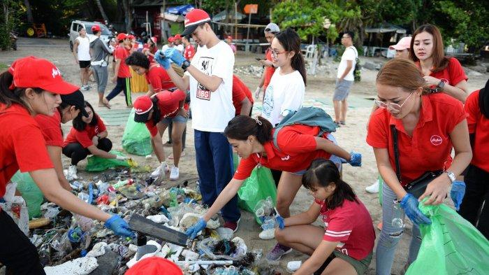 AirAsia Ikut Aksi Bersih-bersih Terbesar di Bali, Allstars Turun ke Pantai Jerman