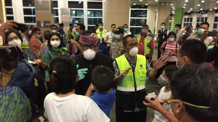 Wagub Bali Sempatkan Datang ke Bandara Pada Penerbangan Terakhir ke China