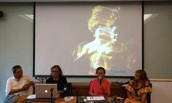 Fotografer Yan Palapa Abadikan Seniman Tari Legendaris Bali Ni Ketut Arini Menarikan Candra Metu