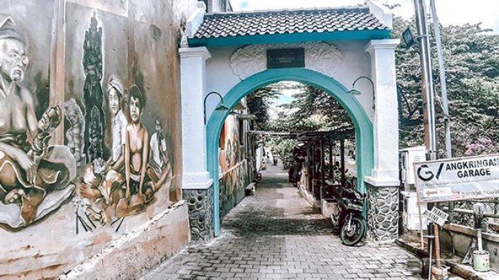 Gapura Gang Taman Beji Denpasar Bernuansa Vintage, Jadi Spot Foto Favorit Anak Muda