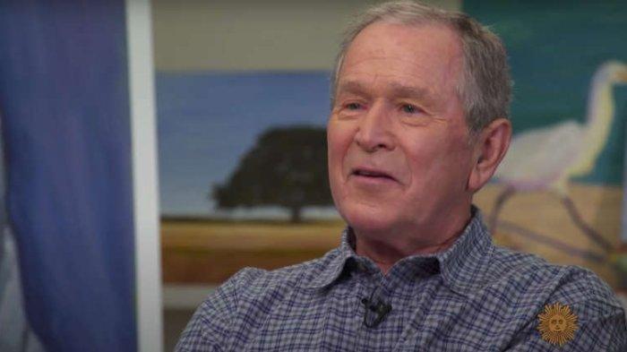 George W. Bush dalam wawancara dengan Norah O'Donnell di CBS News.