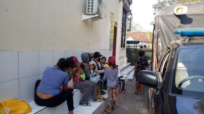 Gepeng atau pengasong cilik yang kerap bersama ibu-ibu di wilayah Kota Denpasar diamankan oleh Satuan Polisi Pamong Praja (Satpol PP) Kota Denpasar.