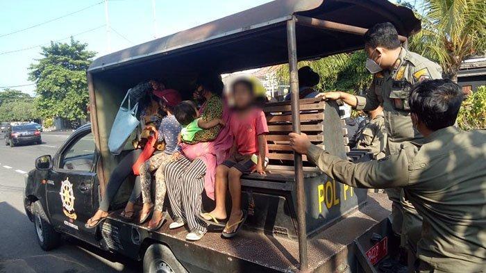 PANIK Dikejar Satpol PP Denpasar, Gepeng Ibu & Anak Asal Karangasem Kocar-kacir dan Nyemplung ke Got