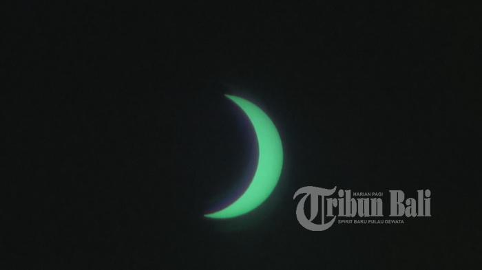 Ini Rangkaian Penampakan Gerhana Matahari dari Tol Bali Mandara - gerhana-dari-tol-bali-mandara2_20160309_135942.jpg