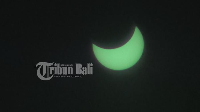 Ini Rangkaian Penampakan Gerhana Matahari dari Tol Bali Mandara - gerhana-dari-tol-bali-mandara3_20160309_140525.jpg