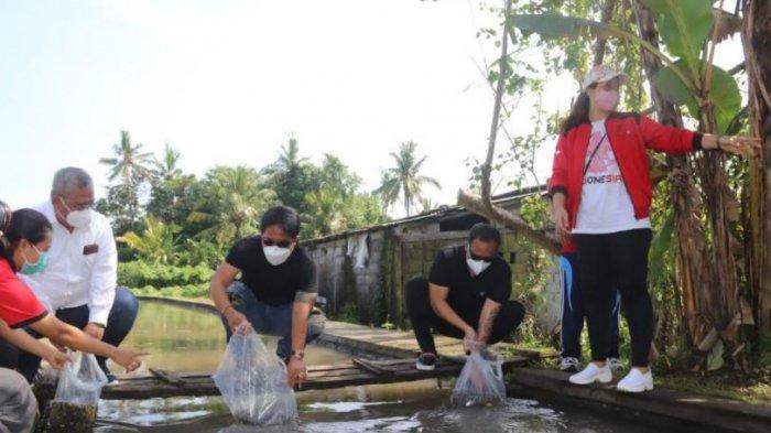 Bupati Giri Prasta Tebar 30 Ribu Benih Ikan Nila di Desa Anggungan Mengwi