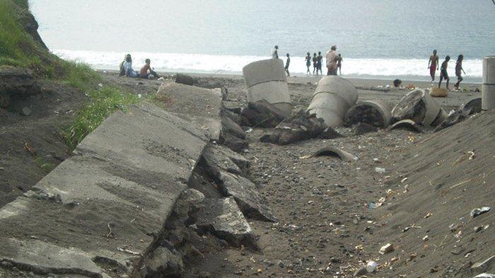 CITIZEN WARGA: Proyek Terbengkalai di Kawasan Goa Lawah