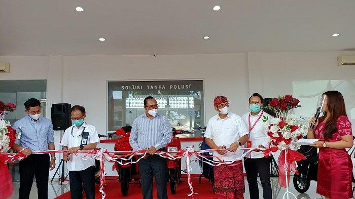 Grand opening showroom center Sentrik yang berlokasi di Jl. Gatot Subroto No. 500, Padang Sambian Kaja, Denpasar Barat, Senin (28/12/2020)